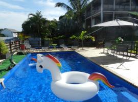 T2 avec piscine et jacuzzi privés vue mer LE BULBUL, hôtel à Saint-Paul