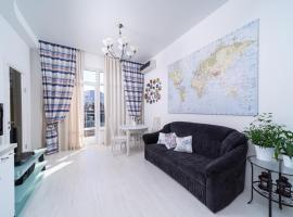 Apartment on Roz 115, отель в Сочи, рядом находится Торгово-деловой центр «Александрия»