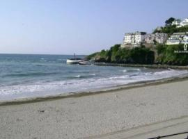 Millendreath at Westcliff - Self Catering flat with amazing sea views, hotel in Looe