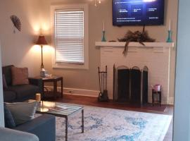 Forest Lake Hidden Gem! 3 MIN to FT JACKSON, vacation rental in Columbia