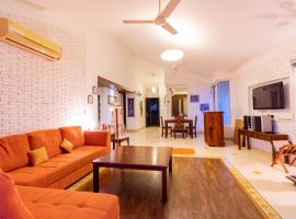 Casa Feliz, 8 Mins from Coco Beach, hotel with pools in Old Goa