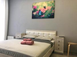 Апартаменты VipHouse ул.Верхнеторговая площадь,4 на 7 этаже, 31квм, hotel in Ufa