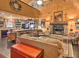 Rustic Getaway with Pool Table Less Than 6 Miles to Helen!, Ferienunterkunft in Sautee Nacoochee