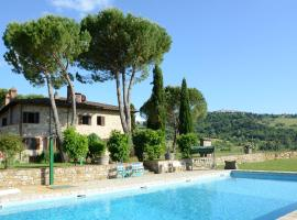 Cosy Holiday Home in Radda in Chianti with Swimming Pool, hôtel à Radda in Chianti