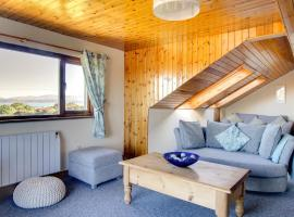 Modern Holiday Home in Moelfre near beach, hotel in Moelfre