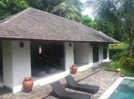 Villa Rubi, apartment in Midang