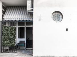 Apartments with WiFi Sibenik - 18000, hotel in Šibenik