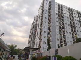 Apartemen Paragon Village by NHG, hotel in Tangerang