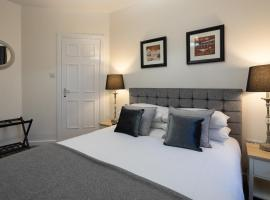 Fabulous apartment on the Royal Mile, budget hotel in Edinburgh