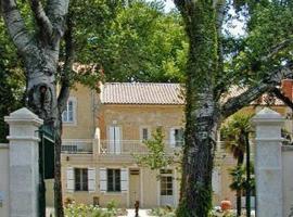 Villa Aurenjo, hotel near Theatre Antique d'Orange, Orange