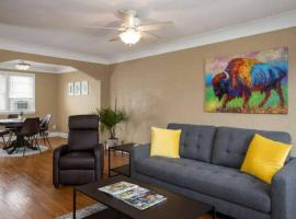 Fully stocked park view flat in South Buffalo, apartment in Buffalo