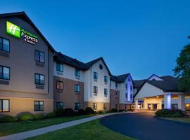 Holiday Inn Express & Suites Bradley Airport, hotel near Bradley International Airport - BDL,
