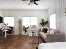 Super Host Luxury 2/1 APT, vacation rental in San Diego