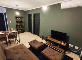Apto prox HSVP c/ garagem, self catering accommodation in Passo Fundo
