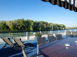 Bateau Hotel le Chardonnay Avignon, hotel in Avignon
