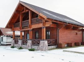 Chalet in Alpine Valley, hotel near Sorochany Ski Lift 1, Kurovo