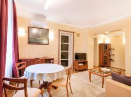 Classic and Cozy 2 Bedroom Top Central Apartment, апартамент в София