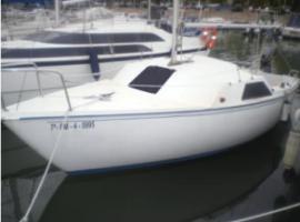 Voilier a quai au village naturiste, boat in Cap d'Agde