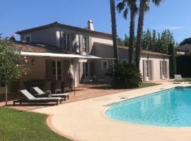 Villa le Roi Soleil, hotel with jacuzzis in Saint-Tropez