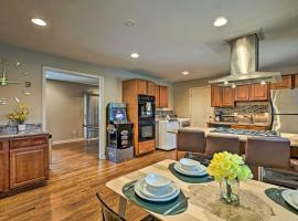 Urban Oasis with Game Room, 6 Mi to Downtown ATL, vacation home in Atlanta