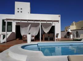 ALOHA SURF HOUSE, guest house in Corralejo