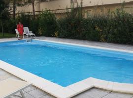 Appartamento con piscina TERME DI CERVIA-MILANO MARITTIMA, hotel in Cervia