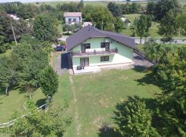 Apartments with a parking space Irinovac, Plitvice - 17376, hotel in Rakovica