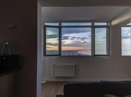 FAVOLOSO ATTICO VISTA MARE, appartamento a Rimini