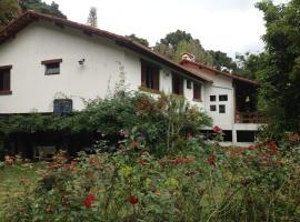 Casa da Angel, hotel with jacuzzis in Teresópolis