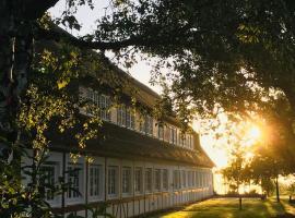 Hof Norderlück - Das Ostseehotel unter Reet, budget hotel in Steinberg
