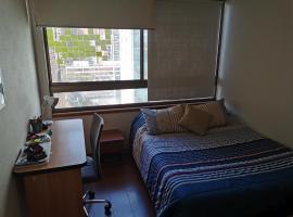 Metro Manquehue, habitación en casa particular en Santiago