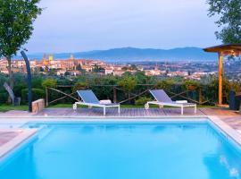 LUXURY VILLA SALTWATER POOL 35min FROM CORTONA, villa in Monte San Savino