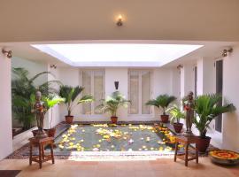 Niketana @ Boat Club, hotel in Chennai