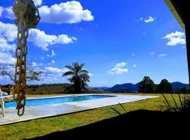Casa nas montanhas - Itaipava, pet-friendly hotel in Itaipava