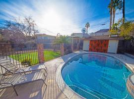 Newer Ranch with Pool and Hot Tub near the Strip and Freemont street., villa in Las Vegas
