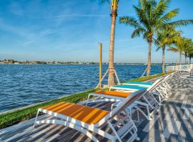 FUSION Resort Two Bedroom Suites, hotel near Treasure Island Golf Tennis Recreation Center, St Pete Beach