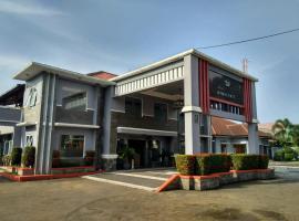 Hotel Purnama, hotel near Ciherang Waterfall, Cipayung