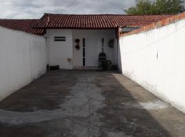 CASA PARA TEMPORADA, holiday home in Piranhas