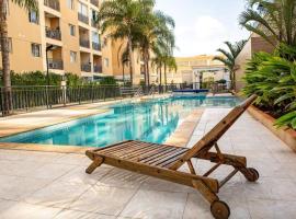 2 Quartos com Piscina Aquecida Melhor Bairro Brasília, hotel with pools in Brasilia