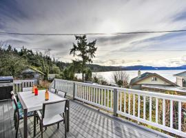 Idyllic Waterfront Cottage with Beach and Sunset Views!, hotel in Port Townsend