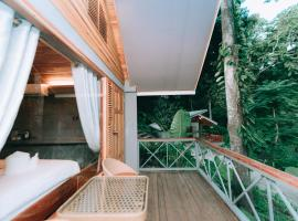 Luxury Camp@Green Jungle Park, hotel in Luang Prabang