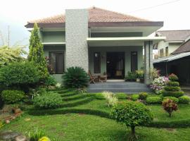 Monica Homestay, accessible hotel in Batu