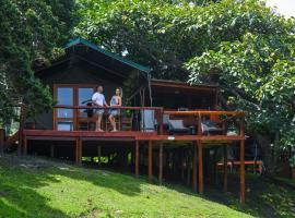 Kingfisher Lakeside Retreat, luxury tent in Trafalgar