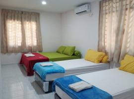 11 min walk to downtown, 3BR for 10pax, FreePickup, hotel in Jodoh