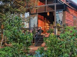 Queeny's Farmstay Wooden House, family hotel in Buon Ma Thuot