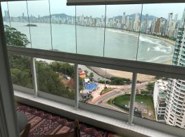 Apartamento vista mar - Terraços da Rainha, hotel with pools in Balneário Camboriú