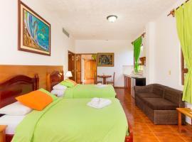 Twin Hotel Galápagos, hotel in Puerto Ayora