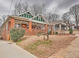 Central ATL Home - State Farm Arena 2 Miles!, villa in Atlanta