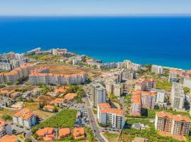 Ocean View and Garden in Exclusive Area, hotel cerca de Escuela Profesional de Hostelería y Turismo de Madeira, Funchal