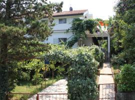 Apartments by the sea Malinska (Krk) - 5290, family hotel in Vantačići
